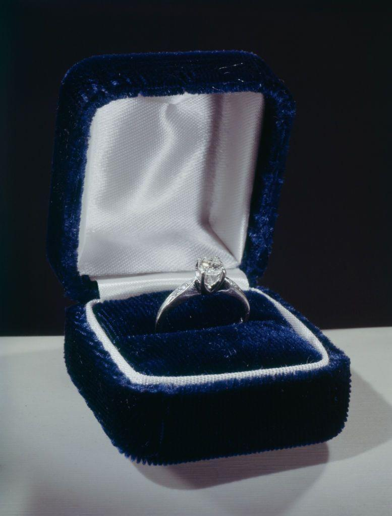 <p>De Beers's marketing campaign proved successful, and by the 1950s, diamond engagement ring sales skyrocketed and the custom of proposing with a diamond ring became the norm. The most common style at this time was a solitaire stone with diamond baguettes on the sides. </p>