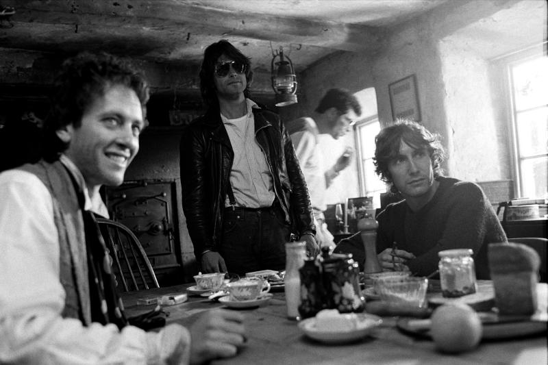 (L-R): South African actor Richard E. Grant, English actor, screenwriter and director Bruce Robinson, and English actor Paul McGann on the set of Robinson's film Withnail & I. (Photo by Murray Close/Sygma/Sygma via Getty Images)