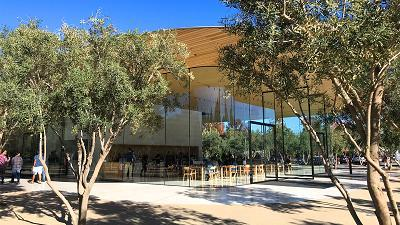 Apple's new visitor center lets people drink coffee, buy exclusive merchandise and take in the view.