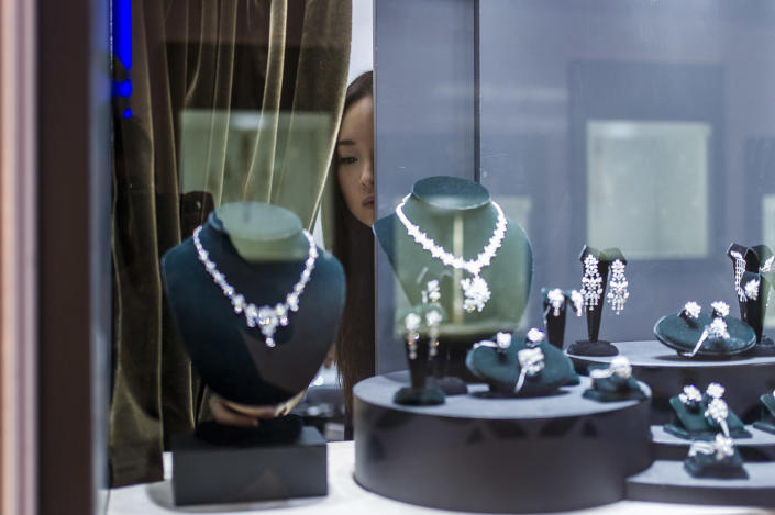 A exhibitor checks a display prior to the opening of the Hong Kong Jewellery and Gem fair at the Convention and Exhibition Centre in the city on September 17, 2014 (AFP Photo/Xaume Olleros)