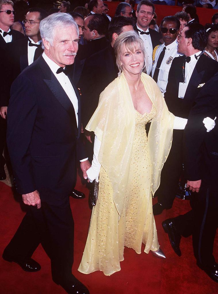<p>The power couple were hand-in-hand on the red carpet. (Photo: Jeffrey Mayer/WireImage) </p>