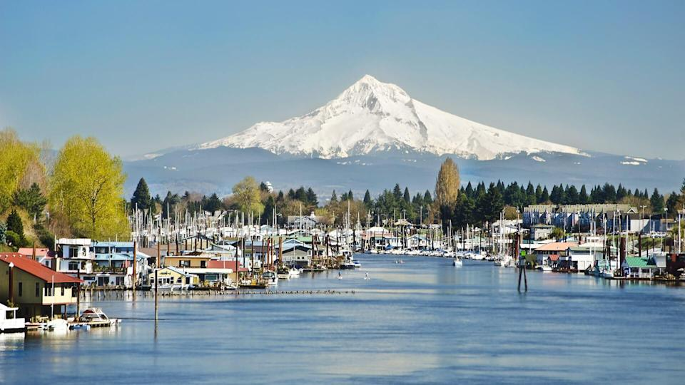 A view from hayden island at Portland.