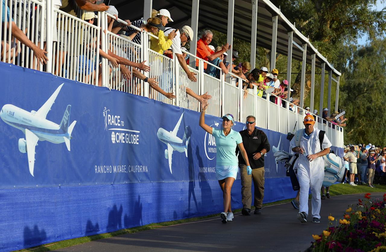 RANCHO MIRAGE, CA - APRIL 2: Lexi Thompson high fives the crowd as she walks to the 18th green during the final round of the ANA Inspiration on the Dinah Shore Tournament Course at Mission Hills Country Club on April 2, 2017 in Rancho Mirage, California. Robert Laberge/Getty Images/AFPRANCHO MIRAGE, CA - APRIL 2: Lexi Thompson high fives the crowd as she walks to the 18th green during the final round of the ANA Inspiration on the Dinah Shore Tournament Course at Mission Hills Country Club on April 2, 2017 in Rancho Mirage, California. Robert Laberge/Getty Images/AFP (AFP Photo/ROBERT LABERGE)