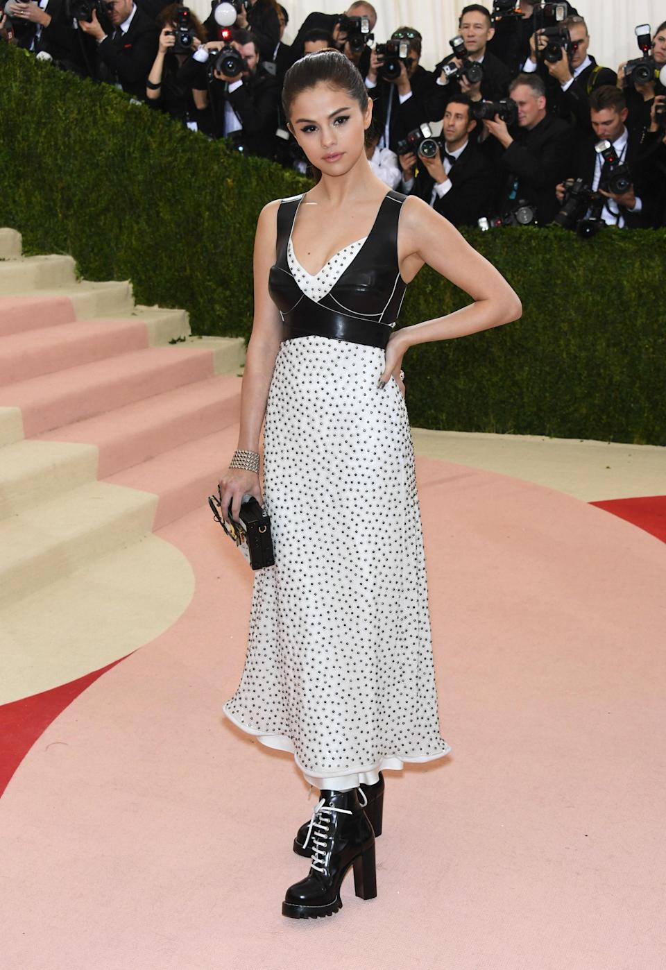 """<h1 class=""""title"""">""""Manus x Machina: Fashion In An Age Of Technology"""" Costume Institute Gala - Arrivals</h1><cite class=""""credit"""">Larry Busacca</cite>"""
