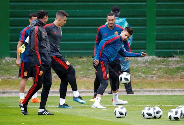 Soccer Football - World Cup - Spain Training - Spain Training Camp, Kaliningrad, Russia - June 24, 2018 Spain's Gerard Pique, coach Fernando Hierro and team mates during training REUTERS/Fabrizio Bensch