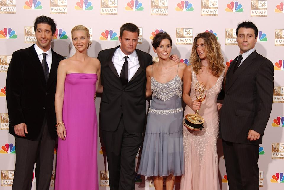 """LOS ANGELES - SEPTEMBER 22:  (L to R) Actors David Schwimmer, Lisa Kudrow, Matthew Perry, Courteney Cox Arquette, Jennifer Aniston and Matt LeBlanc pose backstage during the 54th Annual Primetime Emmy Awards at the Shrine Auditorium on September 22, 2002 in Los Angeles, California.  Aniston won Outstanding Lead Actress in a Comedy Series for """"Friends."""" (Photo by Robert Mora/Getty Images)"""
