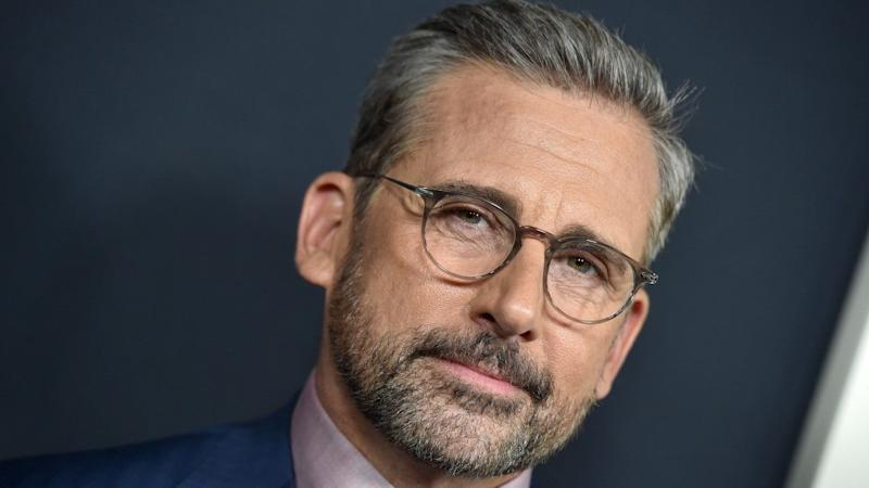 Steve Carell Leads Mini 'Office' Reunion During 'Saturday Night Live' Monologue