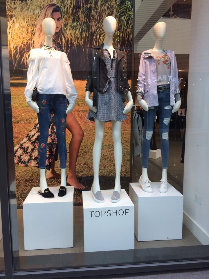 <i>Topshop still uses ultra-thin mannequins [Photo: Facebook/zoemason]</i>
