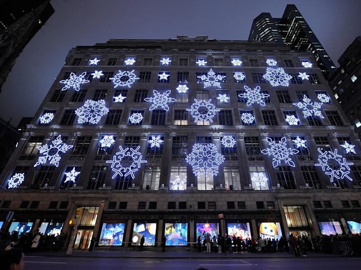 saks fifth avenue 2009 window display