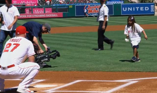 Hailey Dawson, who has a robotic 3D-printed right hand, threw out a first pitch to Mike Trout on Sunday, and she became the first person to throw out a first pitch at all 30 MLB ballparks. (MLB.com)