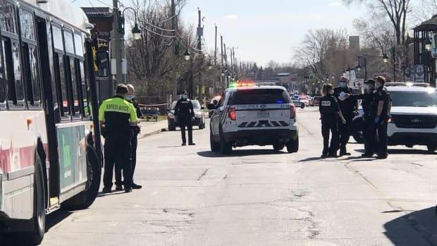 Longueuil police blocked Saint-Louis Street in the LeMoyne neighbourhood after the incident. (Pascal Robidas/Radio-Canada - image credit)