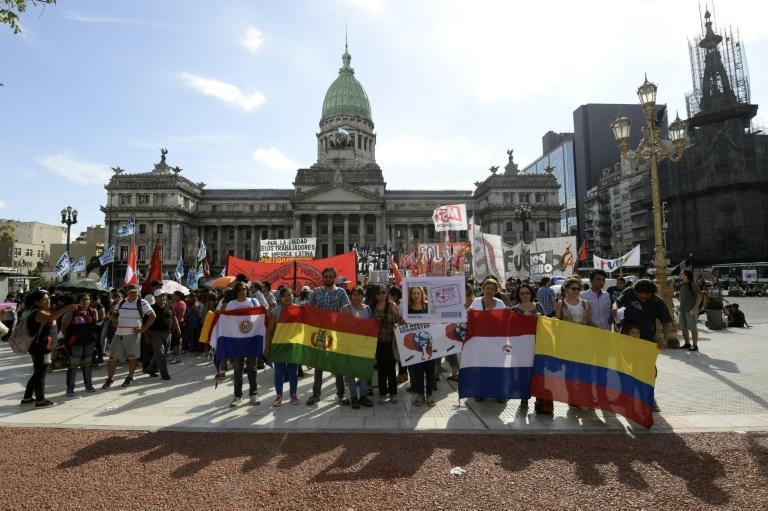 Hundreds of Latin American immigrants mainly from Bolivia, Chile, Paraguay and Peru, hold a protest in front of the Argentine Congress on March 5, 2018 against the oficial bill that seeks to regulate free access to health and education services for foreigners based on reciprocity criteria. (AFP Photo/JUAN MABROMATA)
