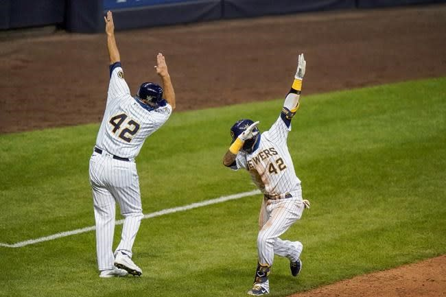 Sogard bails out Hader, lifts Brewers with 1st walkoff HR