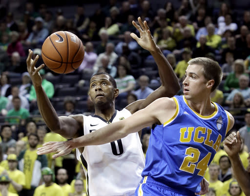 Oregon forward Mike Moser, left, and UCLA forward Travis Wear battle for a rebound during the first half of an NCAA college basketball game in Eugene, Ore., Thursday, Jan. 30, 2014. (AP Photo)