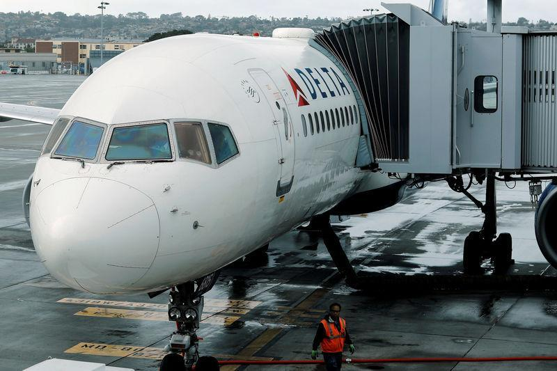 Jackie Reckline said Delta Air Lines flight attendants were more accommodating to two cats on board her flight than to her husband's allergies. (Photo: Reuters/Mike Blake/File photo)