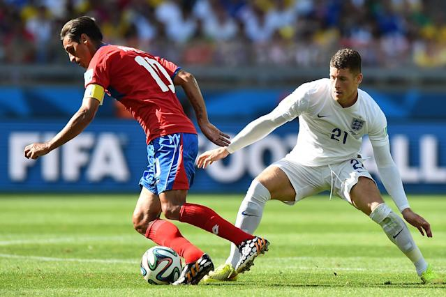 England's midfielder Ross Barkley (R) defends against Costa Rica's Bryan Ruiz on June 24, 2014, during the 2014 FIFA World Cup in Brazil (AFP Photo/Ben Stansall)
