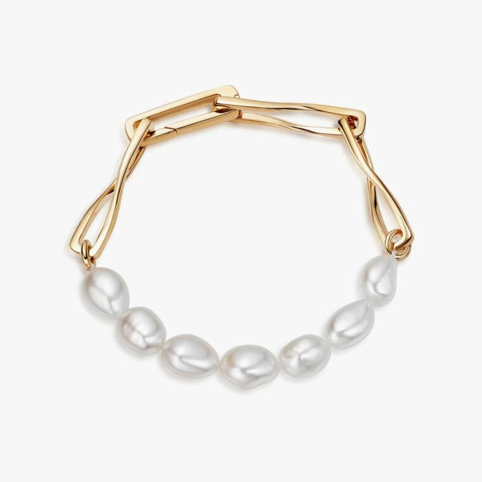 """Missoma is offering 15% off on all US orders with code MEMORIAL15. $193, MISSOMA. <a href=""""https://www.missoma.com/products/baroque-twisted-link-bracelet?variant=39391189729324"""" rel=""""nofollow noopener"""" target=""""_blank"""" data-ylk=""""slk:Get it now!"""" class=""""link rapid-noclick-resp"""">Get it now!</a>"""