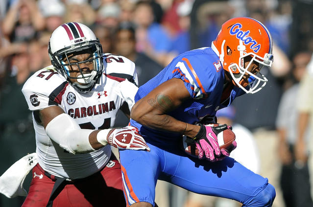 Florida's Quinton Dunbar, right, breaks away from South Carolina linebacker DeVonte Holloman (21) on a 13-yard touchdown pass play during the first half of an NCAA college football game, Saturday, Oct. 20, 2012, in Gainesville, Fla.(AP Photo/Phil Sandlin)