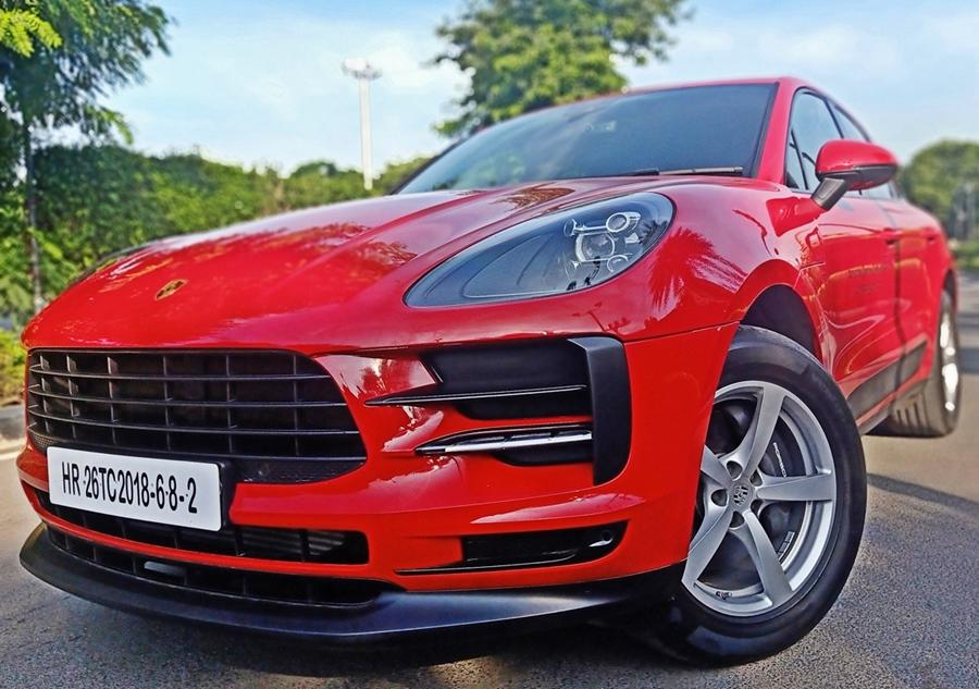 The Macan is a compact luxury SUV but clad in this red paint, it looks stunning and has a presence that matches the more expensive and bigger SUVs. The changes to the front include a new bumper and new LED headlamps.