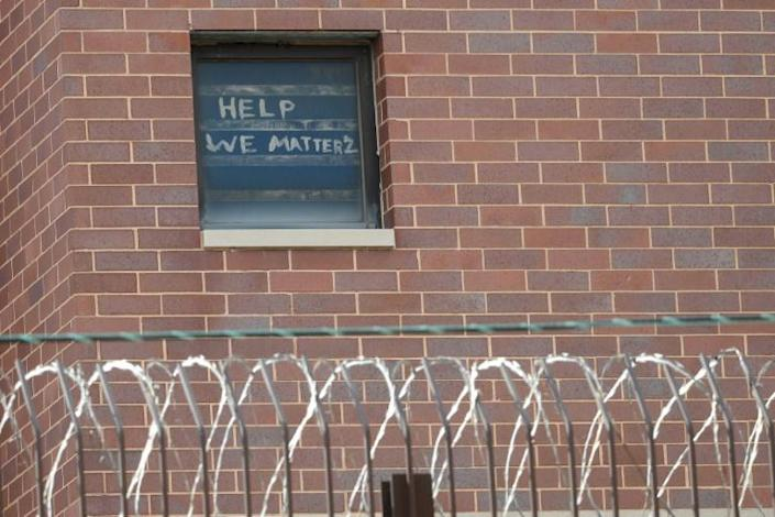"""""""Help we matter 2"""" written in a window at the Chicago Cook County Department of Corrections, housing one of largest US jails, amid a coronavirus outbreak among inmates and staff (AFP Photo/KAMIL KRZACZYNSKI)"""