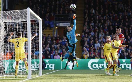 Britain Football Soccer - Crystal Palace v Burnley - Premier League - Selhurst Park - 29/4/17 Burnley's Tom Heaton makes a save Reuters / Stefan Wermuth Livepic