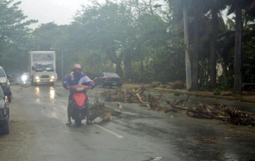 Storm kills at least 20 in Dominica, menaces Haiti