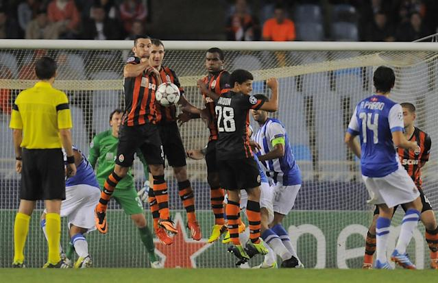 Donetsk's Darijo Srna, left, and his fellow teammate, Donetsk's Taison, center, try to block the ball during their Champions League Group A soccer match against Real Sociedad, at Anoeta stadium in San Sebastian, northern Spain on Tuesday, Sept. 17, 2013. (AP Photo/Alvaro Barrientos)