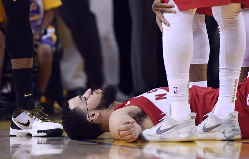 Toronto Raptors guard Fred VanVleet lies on the floor as blood flows from below his eye during the second half of Game 4 against the Golden State Warriors in basketball's NBA Finals, Friday, June 7, 2019, in Oakland, Calif. (Frank Gunn/The Canadian Press via AP)