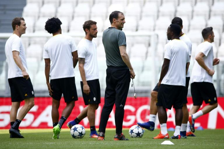 Juventus' coach Massimiliano Allegri (C) attends the training session during the Media Day prior to the UEFA Champions League football match final Juventus Vs Real Madrid, on May 29, 2017 at the Juventus Stadium in Turin
