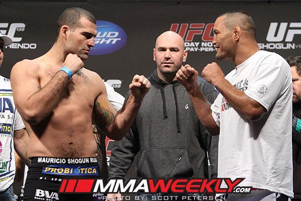 """Dan Henderson [R] came from behind to win his rematch with Mauricio """"Shogun"""" Rua [L] (MMAWeekly)"""