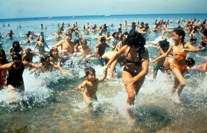 Crowds run out of the water in a scene from the film 'Jaws', 1975. (Universal / Getty Images)