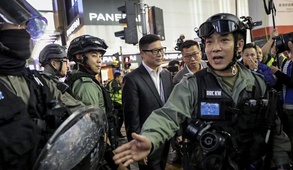 Police chief Chris Tang (centre) visits police officers in Tsim Sha Tsui on Christmas Eve last year. Photo: May Tse