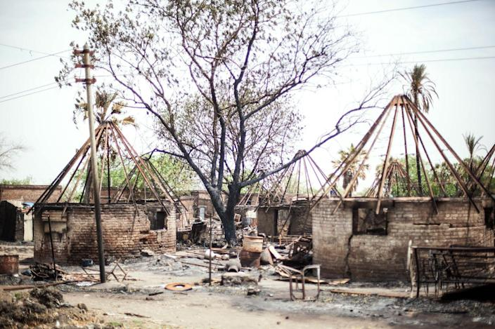 Burned down houses in the backyard of Malakal Teaching Hospital in Malakal, South Sudan on March 4, 2014 (AFP Photo/Andrei Pungovschi)