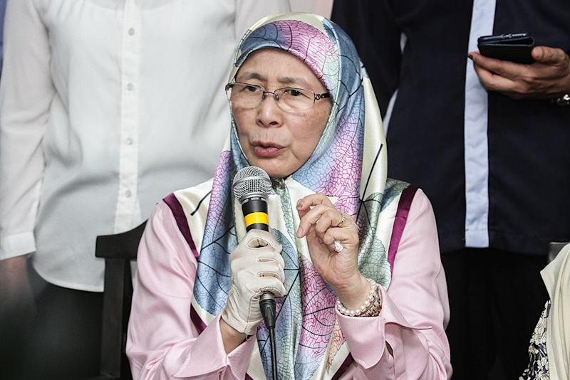 A survey found that Datuk Seri Dr Wan Azizah Wan Ismail currently enjoys the highest approval rating among Malaysians when compared against six other ministers. — Picture by Miera Zulyana