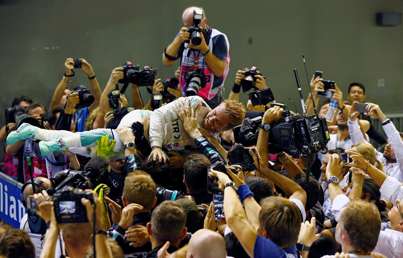 REFILE - QUALITY REPEAT Formula One - F1 - Singapore Grand Prix - Marina Bay, Singapore- 18/9/16 Mercedes' Nico Rosberg of Germany celebrates winning the race . REUTERS/Jeremy Lee     TPX IMAGES OF THE DAY