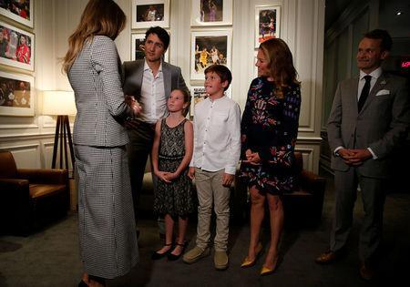 U.S. first lady Melania Trump (L) is greeted by Canada's Prime Minister Justin Trudeau, his wife Sophie Gregoire Trudeau and their children Ella-Grace and Xavier, as she arrives to attend the opening ceremony of the Invictus Games in Toronto, Canada September 23, 2017. Also pictured is Canada's Veterans Affairs Minister Seamus O'Regan (R). REUTERS/Jonathan Ernst