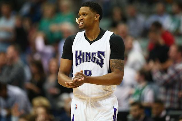 """<a class=""""link rapid-noclick-resp"""" href=""""/nba/players/4136/"""" data-ylk=""""slk:Rudy Gay"""">Rudy Gay</a> of the <a class=""""link rapid-noclick-resp"""" href=""""/nba/teams/sac/"""" data-ylk=""""slk:Sacramento Kings"""">Sacramento Kings</a> looks on during a March 3, 2016 game. (Ronald Martinez/Getty Images)"""