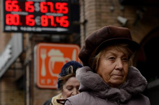 Oil price plunge drags down Russian economy