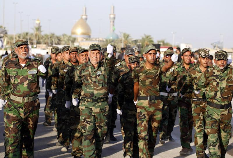 Iraqi volunteer soldiers march after graduating from a training camp in the central Iraqi city of Kufa on September 1, 2014 (AFP Photo/Haidar Hamdani)