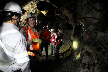 David Reading, geologist at the Continental Gold project, speaks with an investor inside the Continental Gold mine in Buritica
