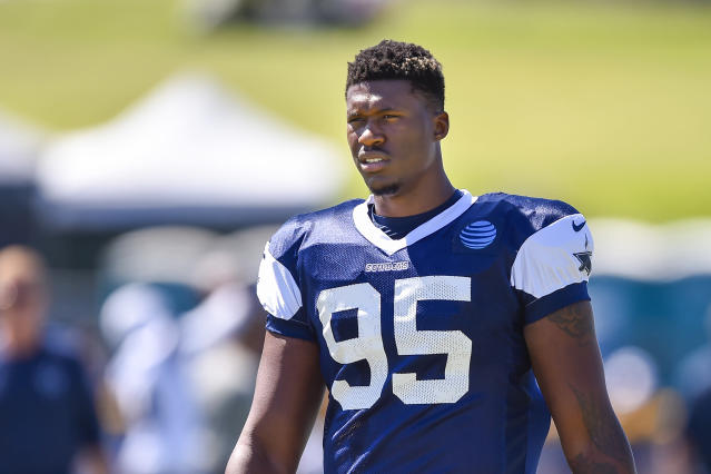 "<a class=""link rapid-noclick-resp"" href=""/nfl/players/29096/"" data-ylk=""slk:David Irving"">David Irving</a>'s girlfriend says she misled police with claims that he assaulted her on Saturday following a flurry of tweets on his account alluding to violence. (AP)"