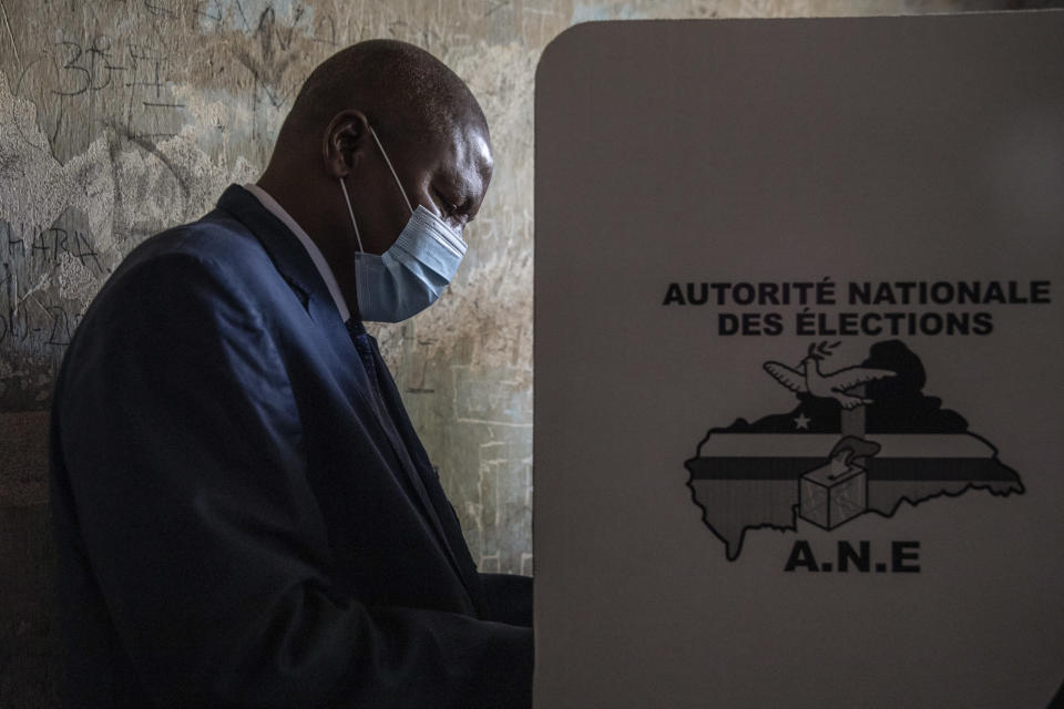 President Faustin-Archange Touadera casts his vote at the Lycee Boganda polling station in the capital Bangui, Central African Republic, Sunday, Dec. 27, 2020. Touadera and his party said the vote will go ahead after government forces clashed with rebels in recent days and some opposition candidates pulled out of the race amid growing insecurity. (AP Photo)