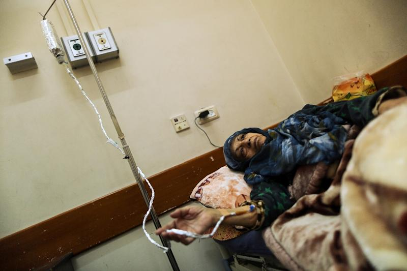 A Palestinian woman suffering from cancer receives treatment at a hospital in Gaza City on February 13, 2018 (AFP Photo/MAHMUD HAMS)