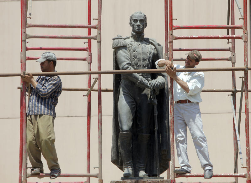 Egyptian workers prepare to clean a statue of the South American independence leader Simon Bolivar in Cairo, Egypt, Thursday, July 19, 2012. (AP Photo/Amr Nabil)