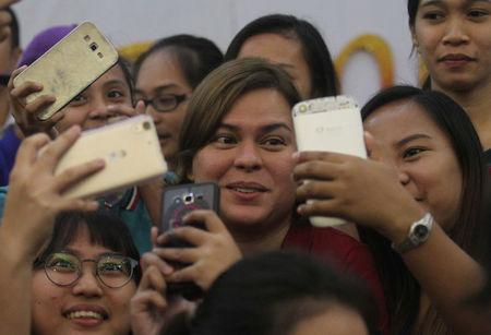 "Filipino students take ""selfie"" with Davao City Mayor Sara Duterte, eldest daughter of Philippine President Rodrigo Duterte, in Davao city in southern Philippines, August 6, 2017.   REUTERS/Lean Daval Jr/Files"