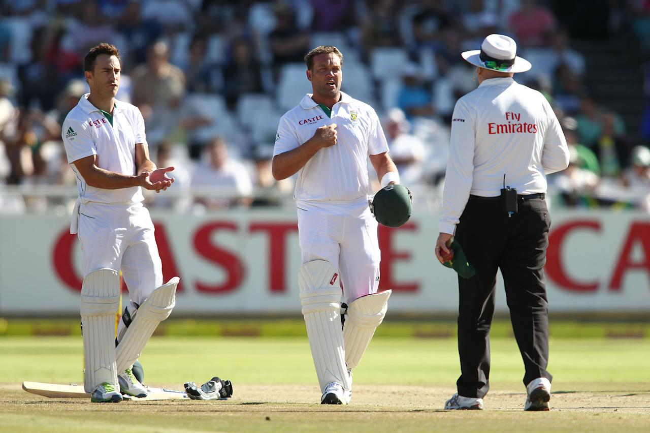 CAPE TOWN, SOUTH AFRICA - FEBRUARY 15: Faf du Plessis of South Africa and Jaques Kallis of South Africa question umpire Steve Davis during day 2 of the 2nd Sunfoil Test match between South Africa and Pakistan at Sahara Park Newlands on February 15, 2013 in Cape Town, South Africa.(Photo by Shaun Roy/Gallo Images/Getty Images)