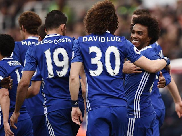 Grant made a hash of Willian's free-kick (Getty)