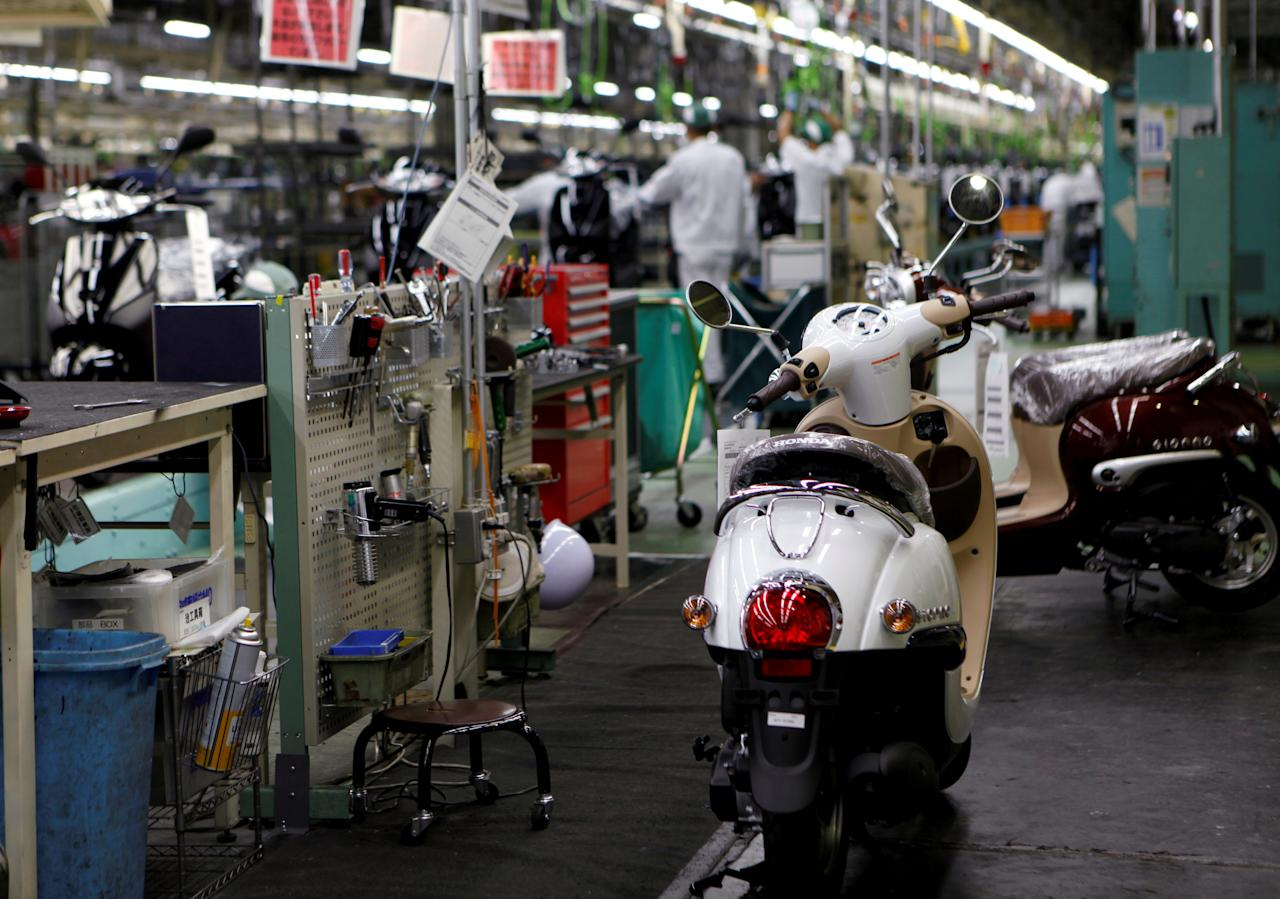 Honda Motor Co.'s scooters are seen in front of an assembly line at Honda's Kumamoto factory in Ozu town, Kumamoto prefecture, Japan, September 13, 2016. REUTERS/Naomi Tajitsu/File Photo                   GLOBAL BUSINESS WEEK AHEAD PACKAGE - SEARCH BUSINESS WEEK AHEAD SEPTEMBER 26 FOR ALL IMAGES