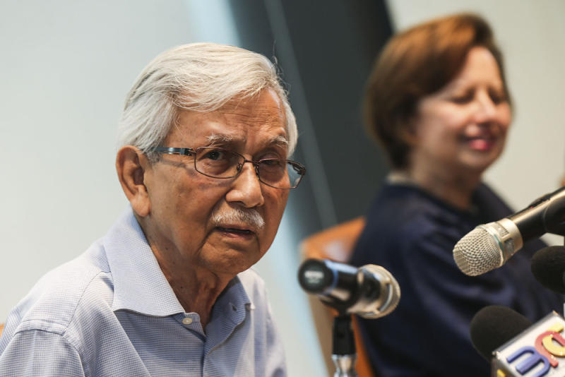 The Council of Eminent Persons (CEP) chairman Tun Daim Zainuddin speaks during a press conference at Ilham Tower in Kuala Lumpur August 20, 2018. — Picture by Hari Anggara