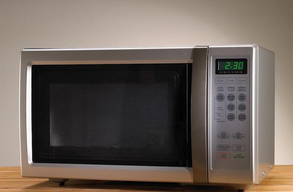 """<p>A <a href=""""https://www.amazon.com/GE-JES1095BMTS-Countertop-Microwave-Stainless/dp/B07D48GCRC/ref=sr_1_2_sspa?dchild=1&amp%3Bkeywords=microwave&amp%3Bqid=1629817811&amp%3Bs=home-garden&amp%3Bsr=1-2-spons&amp%3Bpsc=1&amp%3BspLa=ZW5jcnlwdGVkUXVhbGlmaWVyPUEyWDhWVDFXQlNOMDk5JmVuY3J5cHRlZElkPUEwNDY1NTM3Tk05VlRRWUZBQTZJJmVuY3J5cHRlZEFkSWQ9QTAzNDczNzEzMVVUNThERVRXTzZXJndpZGdldE5hbWU9c3BfYXRmJmFjdGlvbj1jbGlja1JlZGlyZWN0JmRvTm90TG9nQ2xpY2s9dHJ1ZQ%3D%3D%2Fref%3Das_li_tl%3Fie%3DUTF8&amp%3Bcamp=1789&amp%3Bcreative=9325&amp%3BcreativeASIN=&amp%3BlinkCode=as2&amp%3Btag=thedailymeal-editorial-referral-20&referrer=yahoo&category=beauty_food&include_utm=1&utm_medium=referral&utm_source=yahoo&utm_campaign=feed"""" rel=""""nofollow noopener"""" target=""""_blank"""" data-ylk=""""slk:microwave"""" class=""""link rapid-noclick-resp"""">microwave</a> is the holy grail of dorm appliances. You can use it for cooking everything from hot dogs to pasta and it's necessary for reheating <a href=""""https://www.thedailymeal.com/how-to-use-up-leftovers?referrer=yahoo&category=beauty_food&include_utm=1&utm_medium=referral&utm_source=yahoo&utm_campaign=feed"""" rel=""""nofollow noopener"""" target=""""_blank"""" data-ylk=""""slk:leftovers"""" class=""""link rapid-noclick-resp"""">leftovers</a>. If your dorm room doesn't already come with one, be sure to choose a microwave that conveniently fits on countertops or on top of your mini fridge. You don't need one with a lot of bells and whistles — you just need something that can reliably heat up your mac and cheese at 2 a.m.</p>"""